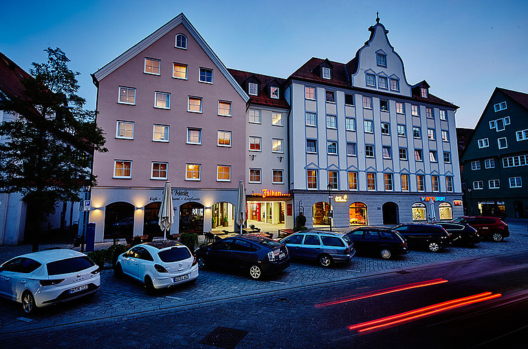 Central located and modern furnished is the Hotel Falken